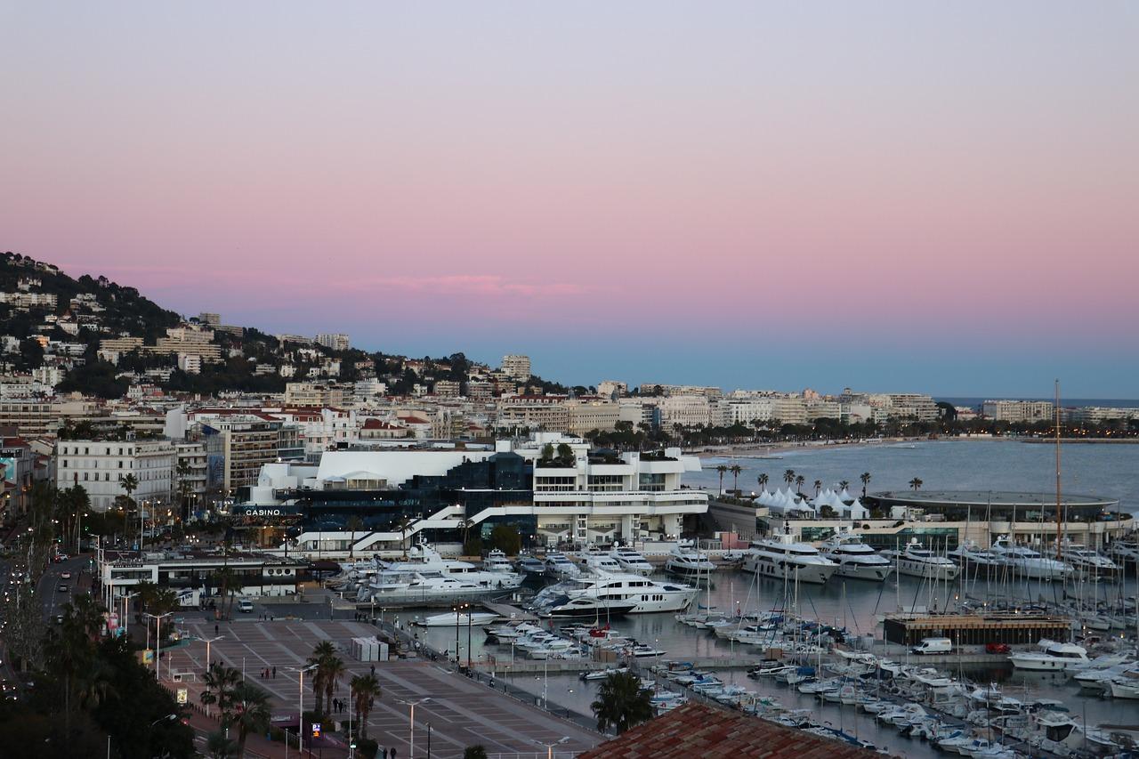 Artisan Couvreur Zingueur Cannes - A L Toiture